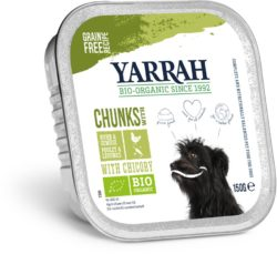 Yarrah Organic Petfood B.V. Bio Bröckchen Huhn mit Erbsen, Möhren und Chicreè 12x150g